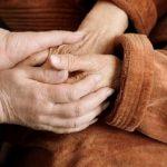 Manos persona con Parkinson- Parkinson's disease