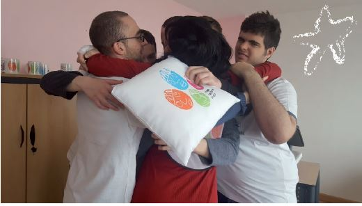 Camisetas diseñadas por personas con autismo equipo - T-shirts and mugs designed by young people with autism