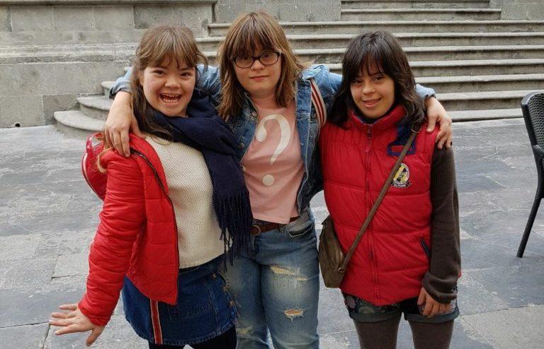 tres personas con síndrome de down