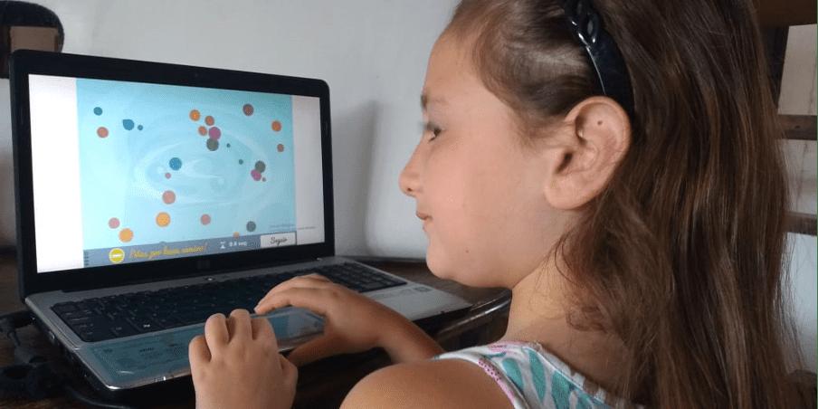 clínica neuropsicológica, niña trabajando