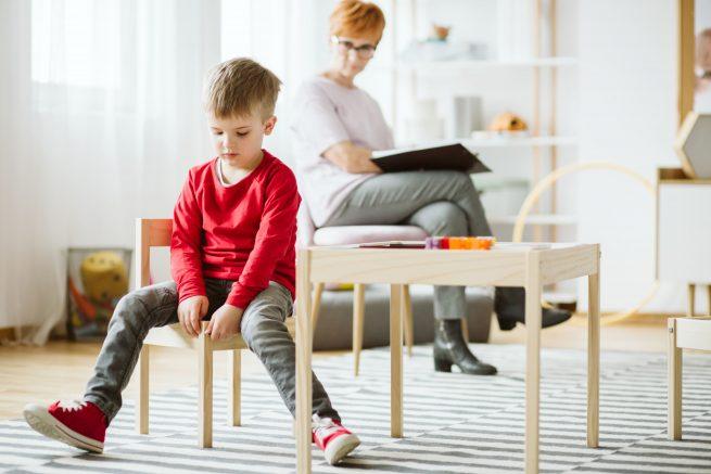 Niño con un trastorno del neurodesarrollo, autismo