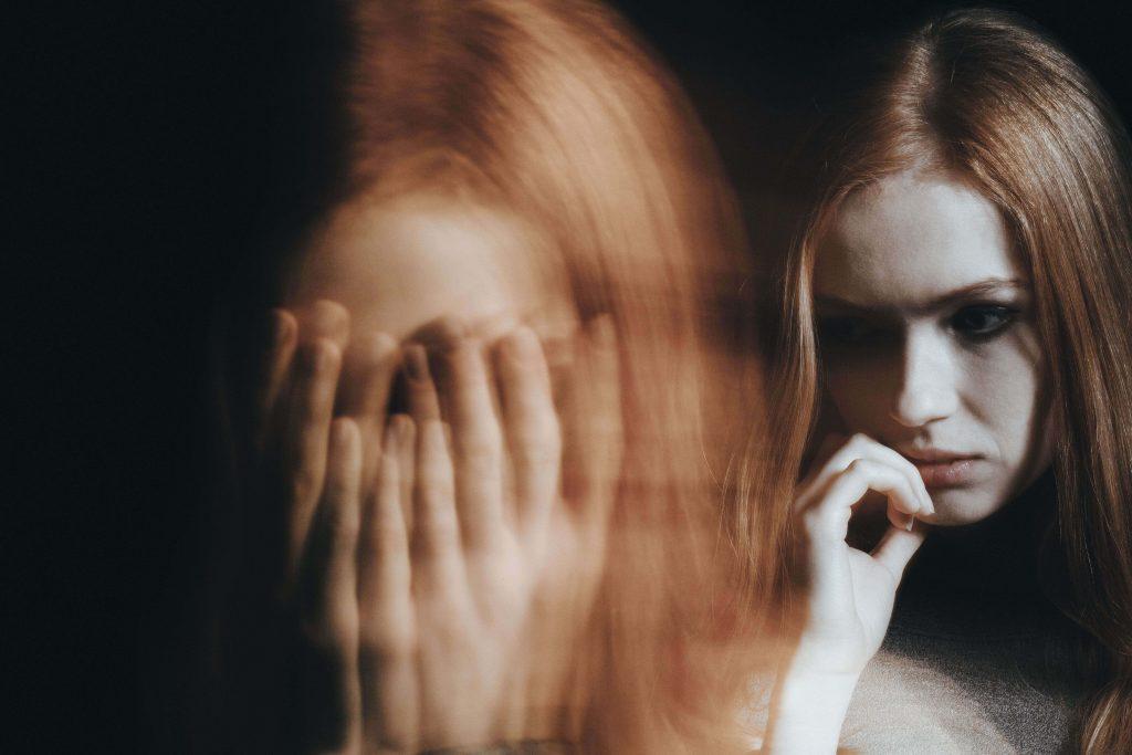Mujer con trastorno de personalidad